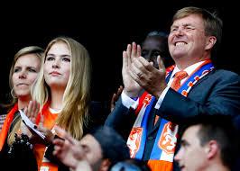 König Willem-Alexander mit seinen beiden Töchtern Amalia und Arianne Amalia und